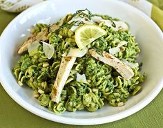 Pesto Soslu Sarımsaklı Tavuklu Makarna Salatası