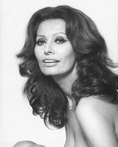 Sophia Loren |- simple yet stunning