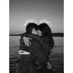 •Pinterest : • V E E •• Elegant romance, cute couple, relationship goals, prom, kiss, hugging, dating, love, tumblr, grunge, hipster, aesthetic, boyfriend, girlfriend, teen couple, young love image www.rencontresloc...