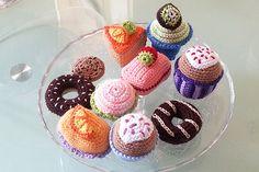 Pasteles de ganchillo para decorar tu casa. Fun #crochet #cupcakes.