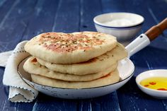לחם טורקי מהיר מבצק יוגורט (בזלמָה) ( צילום: דניה ויינר כולל גם סרטון הסבר ללישת בצק שמרים