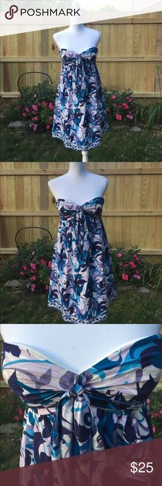 Gianni Bini strapless dress Such a cute dress! Beautiful pattern that's perfect for summer. EUC. Some loose stitching in the front bow as shown in pictures, but it isn't an issue. Zip up back. No stains. Gianni Bini Dresses Midi
