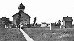Photographs, history, travel instructions, and GPS coordinates for Green Island Lighthouse.