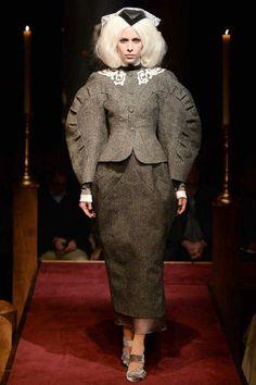 Thom Browne Fall 2014 Ready-to-Wear Collection Photos - Vogue Runway Fashion, Fashion Show, Fashion Design, Women's Fashion, Fashion Weeks, Fashion Women, Leg Of Mutton Sleeve, Conceptual Fashion, International Clothing