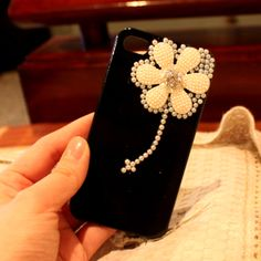 Black case with a design of a peach flower. #Daisycute