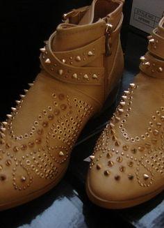Kup mój przedmiot na #vintedpl http://www.vinted.pl/damskie-obuwie/botki/13110611-botki-cwieki-nowe-sztyblety-typu-zara-39-skora