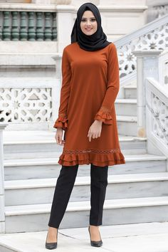 Tesettür Tunik, Tunikler - Tesetturisland.com Modest Fashion Hijab, Modest Outfits, Fashion Outfits, Muslim Women Fashion, Arab Fashion, Hijab Dress, Hijab Outfit, Pakistani Frocks, African Bridesmaid Dresses