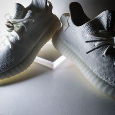 #worldsneaker #yeezy #creamwhite #sneakers