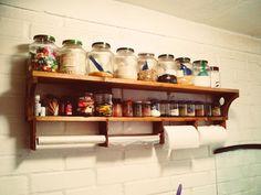 Repisa de madera para la cocina.