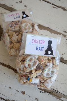 Looking for a fun and festive Easter Treat? Why not make this Bunny Bait to ensure the Easter Bunny stops by. Free printable and recipe.