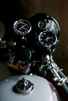 Made in England, 1959 Vintage Bikes, Vintage Motorcycles, Custom Motorcycles, Custom Bikes, Cars And Motorcycles, Vintage Cars, Cg 125 Cafe Racer, Triumph Cafe Racer, Cafe Racer Motorcycle
