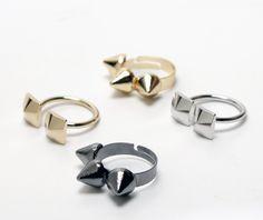 Gyűrűk 1200.- http://webshop.latomas.hu/Arany%20szinu%20szegecses%20gyuru