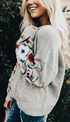 71e4c0aba0 Pretty embroidered oversized sweater. Floral Sweater