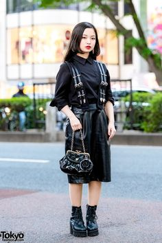 20-year-old student showcasing all-black street fashion in Harajuku.