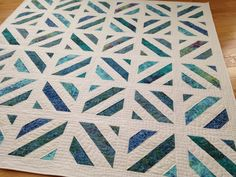 Probieren Sie jeden Stich: Lakeside Quilt - Quilts - Welcome Haar Design Batik Quilts, Jellyroll Quilts, Blue Quilts, Easy Quilts, Teal Quilt, Scraps Quilt, Patchwork Quilting, Star Quilts, Quilting Fabric