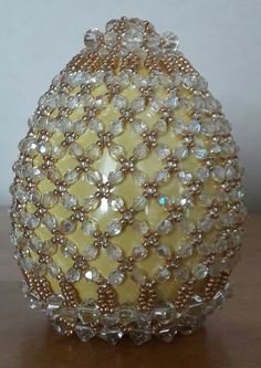 Egg Crafts, Easter Crafts, Beaded Jewelry Patterns, Beading Patterns, Beaded Christmas Ornaments, Christmas Balls, Seed Bead Crafts, Easter Egg Designs, Egg Art