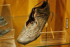 Intricately-designed and highly fashionable, this Ancient Roman shoe reveals a lot about how footwear functioned in Rome. Ancient Rome, Ancient History, Pompeii History, European History, Ancient Aliens, Ancient Greece, American History, Roman Clothes, Rome Antique
