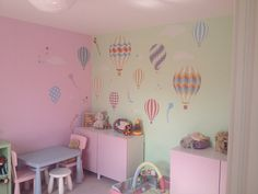 Neutral Hot Air Balloons & Kite Luxury Nursery Wall Art Stickers  http://www.enchanted-interiors.co.uk/hot-air-balloon-wall-stickers/614-hot-air-balloon-neutral-luxury-wall-stickers.html