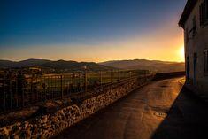 La #Valtiberina, in #Toscana, al #tramonto, immortalata dal piccolo paesino di #Monterchi - #Arezzo #Tuscany #Italy