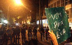 Veja as fotos do protesto no Leblon, na Zona Sul do Rio 18/07/2013 #vemprarua  - Grupo de mascarados convida policiais para rua antes da confusão