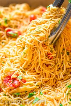 Easy Angel Hair Pasta Recipes This Angel Hair Pasta is made with cherry tomatoes, garlic, and olive oil. You won't believe how simple and TASTY this recipe is! Top Recipes, Dinner Recipes, Cooking Recipes, Healthy Recipes, Lunch Recipes, Yummy Recipes, Sauce Gnocchi, Angel Hair Pasta Recipes, Salads