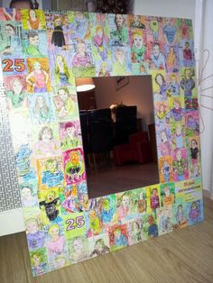 """Spiegel. Ik heb van ieder kind een """"kleurplaat"""" foto gemaakt met een speciale app, ieder kind heeft zijn eigen foto gekleurd met wascokrijt. Daarna heb ik ze met decopatch op een plaat hout geplakt en daarop weer een spiegel bevestigd."""