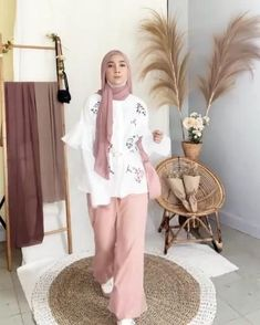 Casual Hijab Outfit, Ootd Hijab, Modest Fashion, Hijab Fashion, Fashion Outfits, Hijab Style Tutorial, Vintage Street Fashion, Hijab Styles, Fashion Videos
