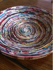 Recycle old magazines into beautiful bowls - Living On The Cheap Diy Recycle, Recycling, Reuse, Old Magazine Crafts, Magazine Bowl, Fun Crafts, Paper Crafts, School Art Projects, Old Magazines