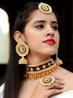 Flower Jewellery For Haldi, Indian Wedding Jewelry, Bridal Jewelry, Fabric Jewelry, Jewelry Art, Beaded Jewelry, Gota Patti Jewellery, Handmade Jewelry Designs, Textiles