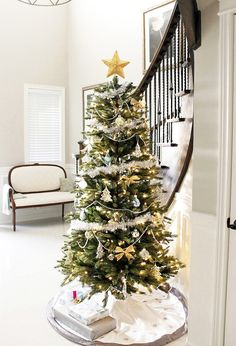 Interior Design, Amazing Christmas Tree In Foyer Home With White Theme Decor Winter: 8 stunning christmas foyer decorating ideas