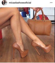 """d48d1d9182 Blogueira on Instagram: """"Meninas olha que luxo bolsa e sapato coleção  inverno 2017 @micaelashoesoficial #shoes #sapatos #sapatoalto #salto15  #saltoalto…"""""""