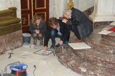 De urne met de ingewanden van Margaretha van Oostenrijk is gevonden. Ze lag precies begraven op de plek die de grondradar had aangeduid in de Sint-Pieter- ...