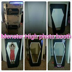 Monster High photo booth by Melinda de Rochemont Cumple Monster High, Monster High Birthday, Monster High Party, 5th Birthday Party Ideas, Tea Party Birthday, Halloween Birthday, 7th Birthday, Husband Birthday, Birthday Cakes