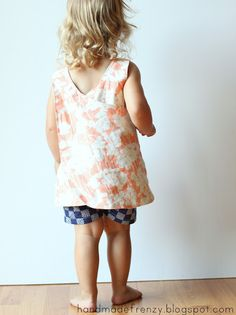 Handmade Frenzy: Roly-Poly Pinafore - Patchpocket Tutorial & and free summer shorts pattern