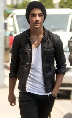 Leather jacket skinny jeans and a white v-neck :)