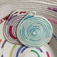 Fabric Crafts, Sewing Crafts, Sewing Projects, Rope Basket, Basket Weaving, Fabric Basket Tutorial, Fabric Bowls, Rope Crafts, Braided Rugs