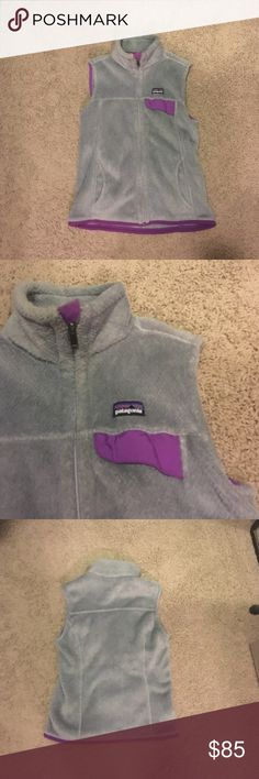Patagonia Women's Vest Size Small! This cute and warm Patagonia vest is perfect for colder weather! The vest is a neutral grey with a purple outline! Size small Patagonia Jackets & Coats Vests
