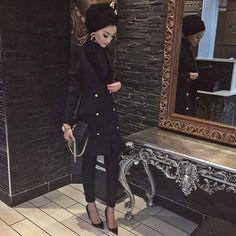 All black elegant hijab♕ǫᴜᴇᴇɴιn'♕ Modest Outfits, Classy Outfits, Modest Fashion, Chic Outfits, Fashion Outfits, Dubai Fashionista, Hijab Fashionista, Muslim Women Fashion, Islamic Fashion