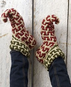 Ok. I know what everyone is gettin'for Christmas this year! Ha! Elf Slippers Free Pattern.