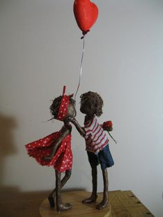Kite Flyer - Girl with kite. Made to orderWill You be my Valentine. Paper Mache Crafts, Wire Crafts, Paper Mache Sculpture, Sculpture Art, Paper Basket Weaving, Balloon Stands, Mixed Media Sculpture, Paperclay, Clay Art