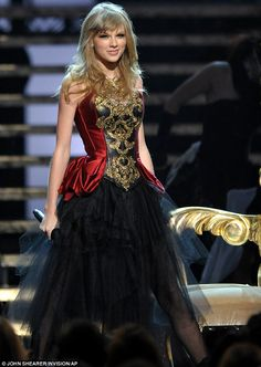 "AMA 2012 Performance "" I Knew You Were Trouble """