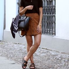 Extra off, a MUST HAVE skirt for all 4 seasons short suede skirt camel mini suede skirt buttons a line skirt brown Button Up Skirt Outfit, Sweater Skirt Outfit, Fall Fashion Skirts, Fall Fashion Outfits, Brown Leather Skirt, Brown Suede, Suede Leather, Camel Skirts, Style