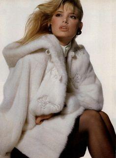 80s-90s-supermodels:Vogue US, November 1981Photographer: Irving PennModel: Kelly Emberg