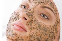 Scrub e maschera esfoliante per il viso fatta in casa, per una pelle pulita e morbida.