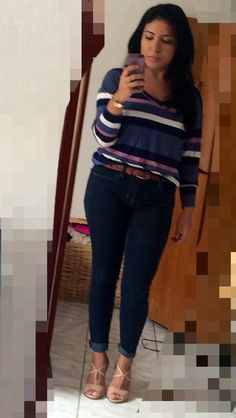 That all blue style to go to work. Long sleeves and dark blue jeans with nude shoes. #bluejeans #americaneagle #colcci #dolmen #nude
