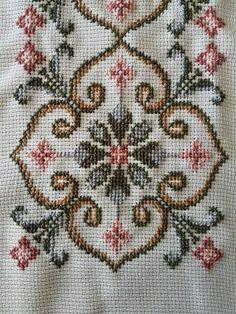 Butterfly Cross Stitch, Cute Cross Stitch, Cross Stitch Designs, Cross Stitch Patterns, Hand Embroidery Design Patterns, Embroidery Art, Cross Stitch Embroidery, Sewing Patterns, Plastic Canvas Stitches
