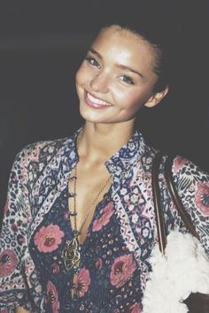 miranda kerr. seriously so beautiful. clean, glowing, long lashes, pink lips.... so jealous.    21      11