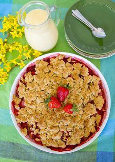 Smulpaj med rabarber och jordgubbar - ZEINAS KITCHEN