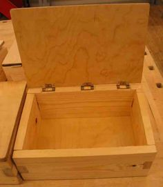 Auroran koulu | Laatikko 5lk Wooden Crafts, Hobbies And Crafts, Hope Chest, Carpentry, Wooden Boxes, Elementary Schools, Aurora, Projects To Try, Woodworking