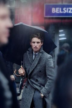 Eddie Redmayne trench coat look
